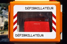 Défibrillateur.-iStock_0000