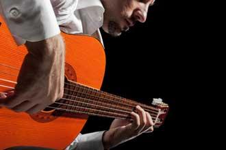 Guitariste-Fotolia_63796422
