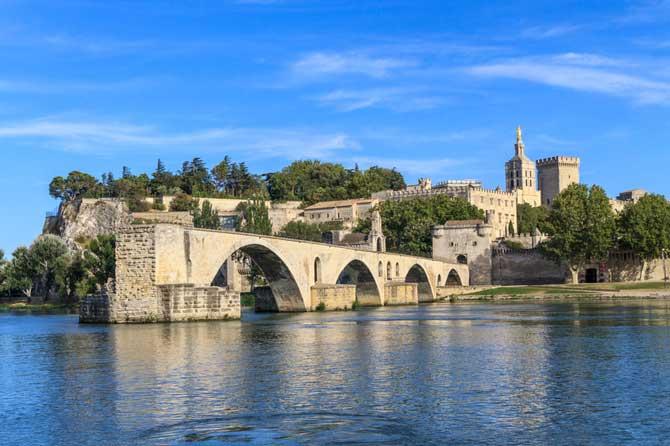 Avignon-Fotolia_46956002
