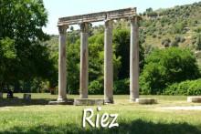 Riez-2-Colonnes-romaines-Ve