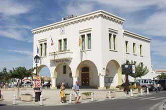 Saintes-Maries-Hotel-de-Vil