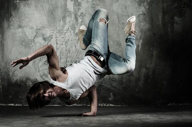 Danseur-de-Rue-Fotolia_4999