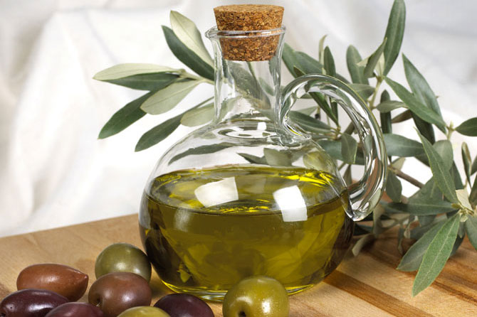 Huile-d'olive.-iStock_00000