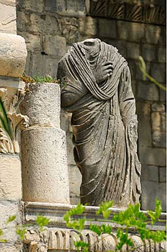 Statue-Romaine.-iStock_0000