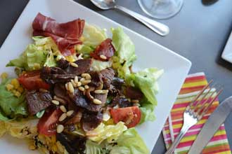 Pignons-Salade-Fotolia_6051