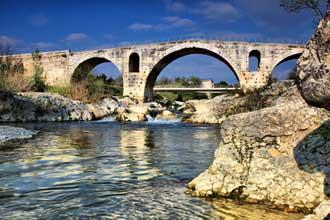 Pont-Julien-Fotolia_5170307
