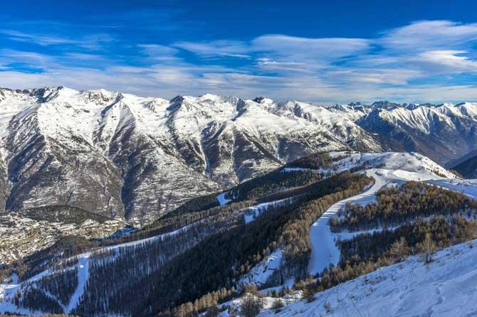 Auron-Pistes-Ski-Fotolia