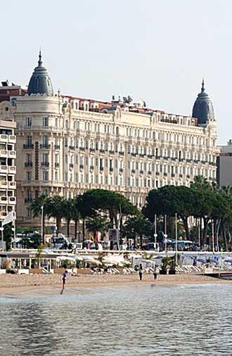 Hôtel-Carlton-Fotolia_56065