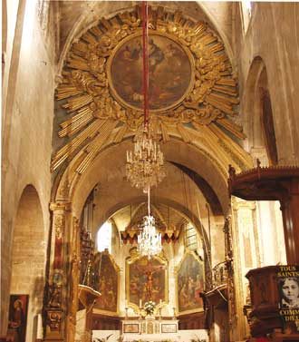 Apt-Cathedrale-Interieur