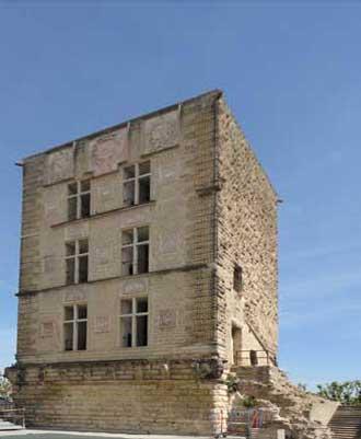 La-Tour-d'Aygues-Donjon-Ver