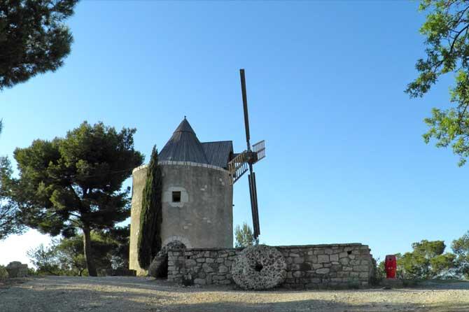 Venttabren visiter 13 provence 7 for Piscine du moulin a vent