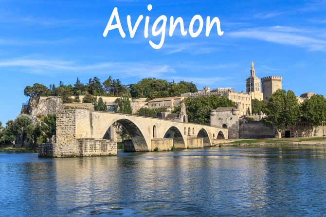 Avignon visiter 84 provence 7 for Cash piscine carpentras