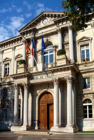 Avignon-Mairie-Fotolia_4328