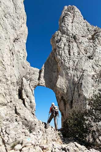 Montmirail-escalade-Fotolia