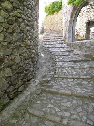 Savoillan-ruelle-en-callade