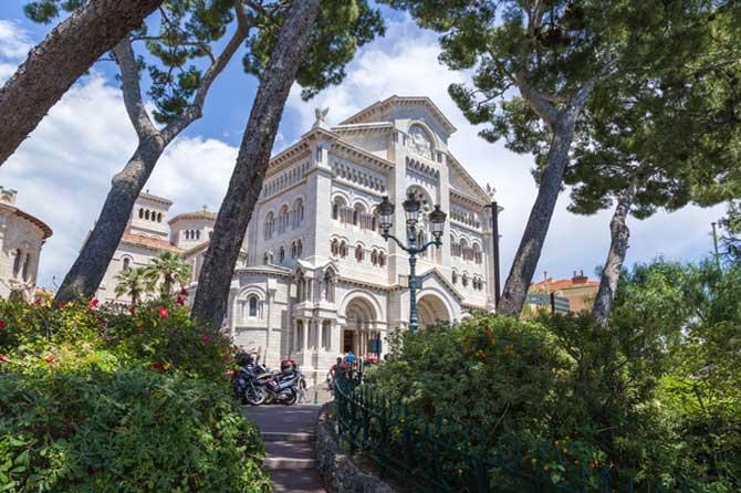 Cathedrale-Monaco-Fotolia_6