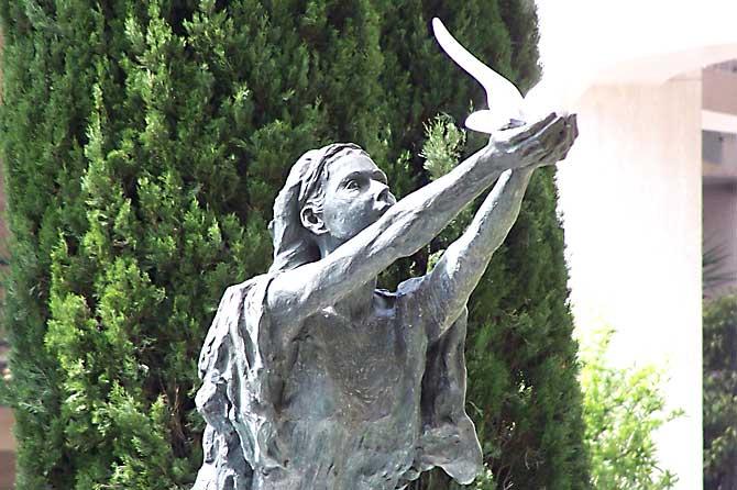 Statue-Sainte-Devote Verlinden