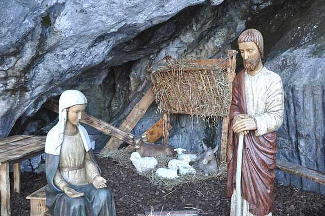 Crèche-Noël-Fotolia_2854120