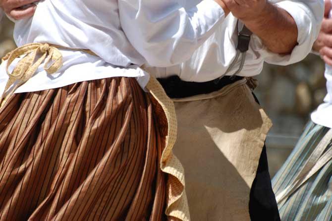 Danse-en-provence-Fotolia_5