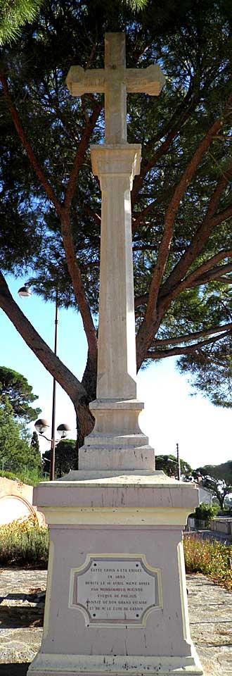 La-Croix-Valmer-colonne.-Pa