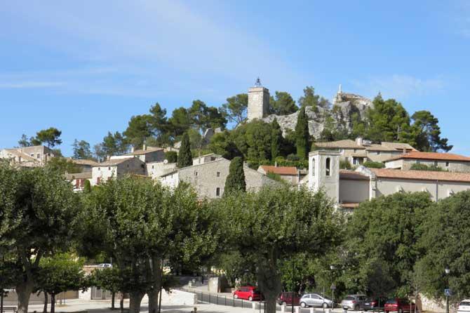 Eygalières-village.-P.-Verl