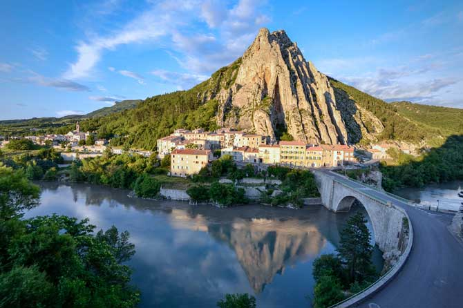 Sisteron-Fotolia_68871105