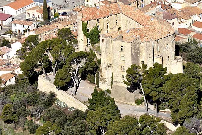 Meyrargues-Chateau-Fotolia_