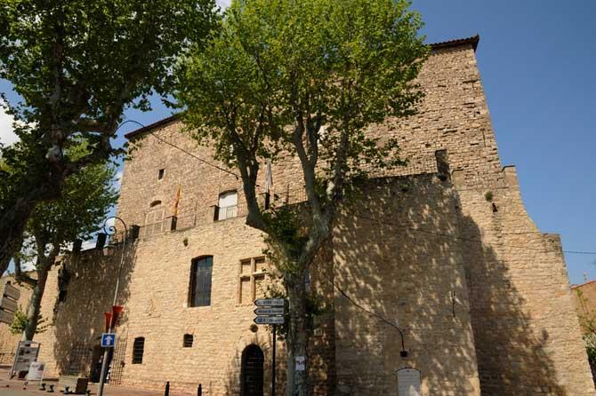 Trets-Château-Fotolia_32200