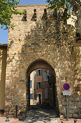 Trets-Porte-Fotolia_3220337