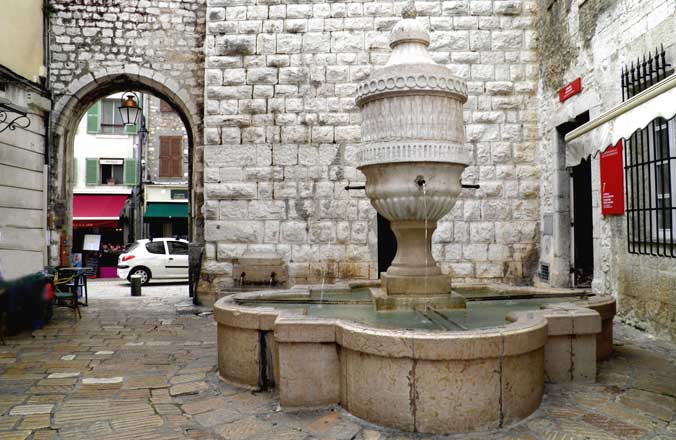 Vence.-Fontaine.-P.-Verlind