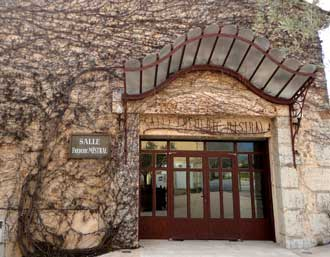 Chateaneuf-le-Rouge.-Salle-