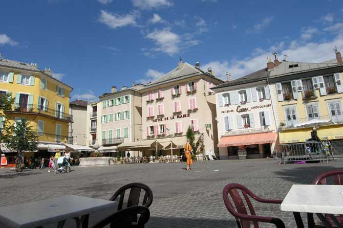 Embrun.-Place.-P.-Verlinden