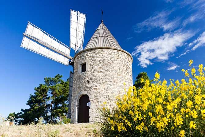 Moulin-à-vent-Fotolia_30188