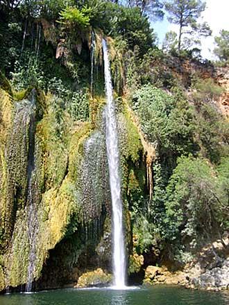 Sillans-la-Cascade-Fotolia_