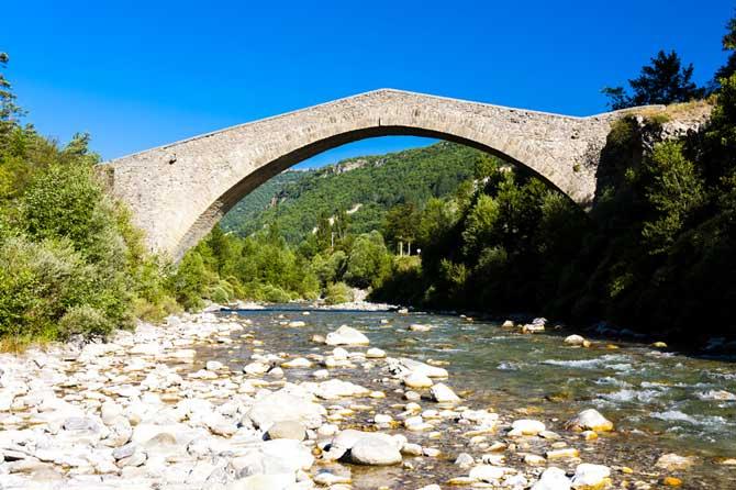Entrepierres-Pont-Fotolia_8