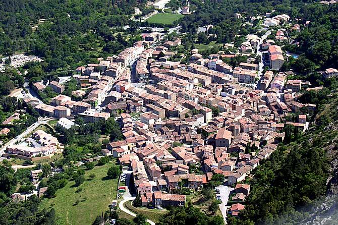 La-Garde-Freinet-Fotolia_33
