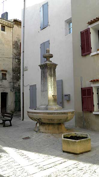 Saint-Zacharie.-Fontaine.-P