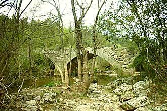 Tourves-Pont-Fotolia_158623