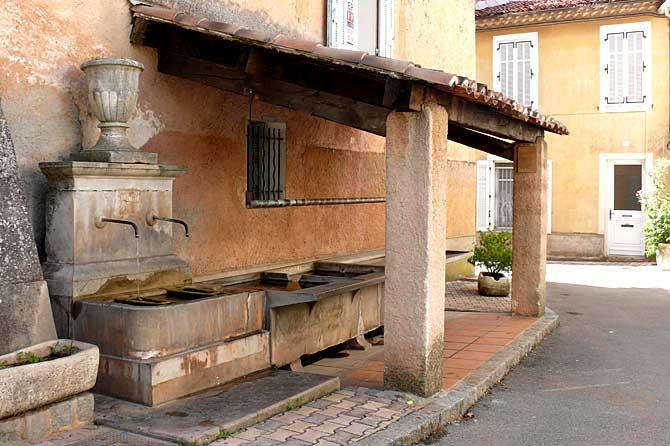 vins-sur-caramy-fontaine-1