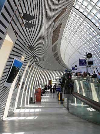 Gare-TGV-Avignon-Fotolia_63