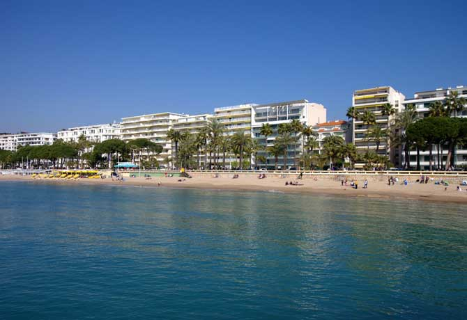 Cannes---Plages-2-Fotolia_5